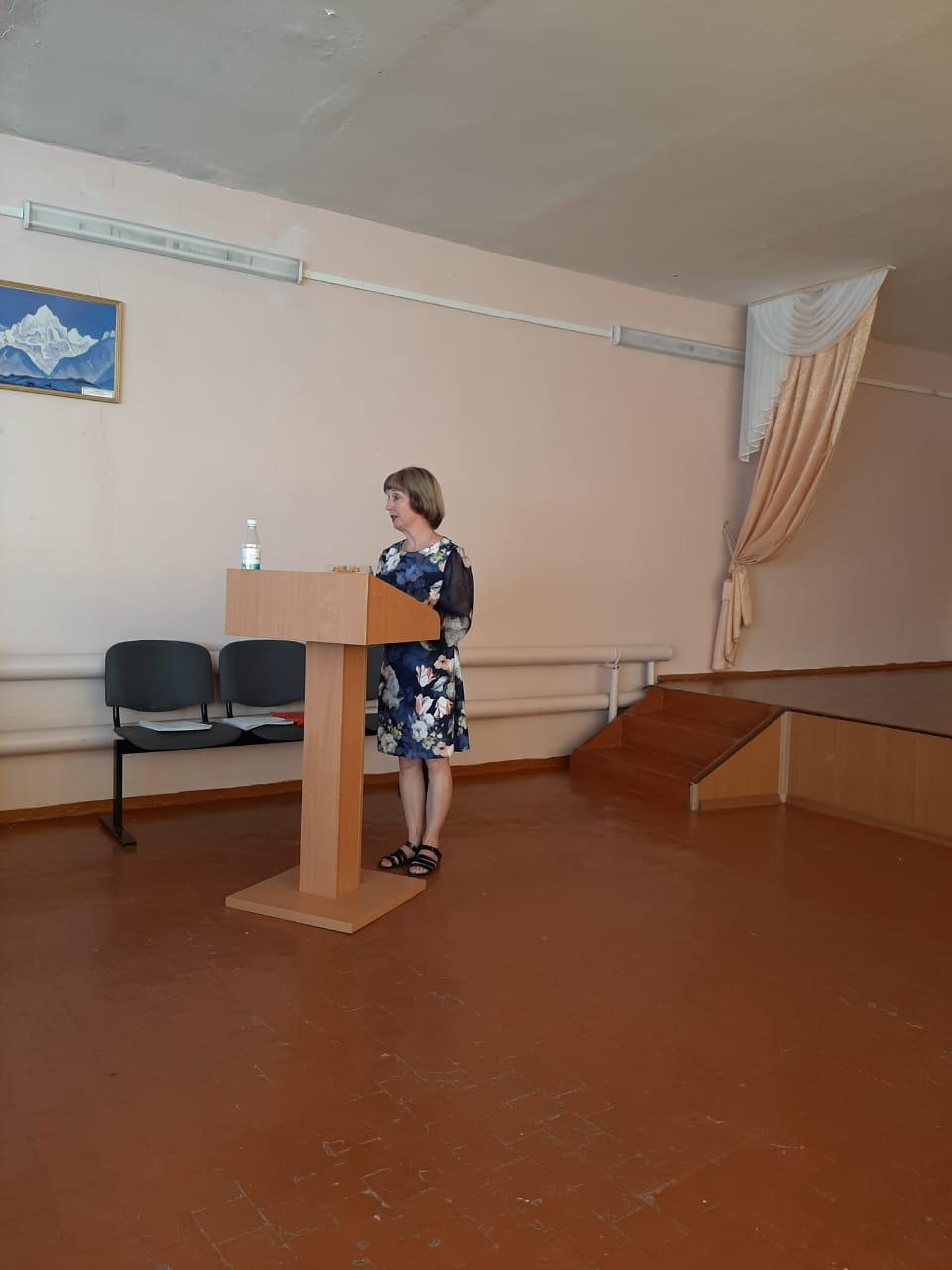 Выступление сотрудников НМИДК и Атаманского дворца на совещании в МБОУ СОШ 25