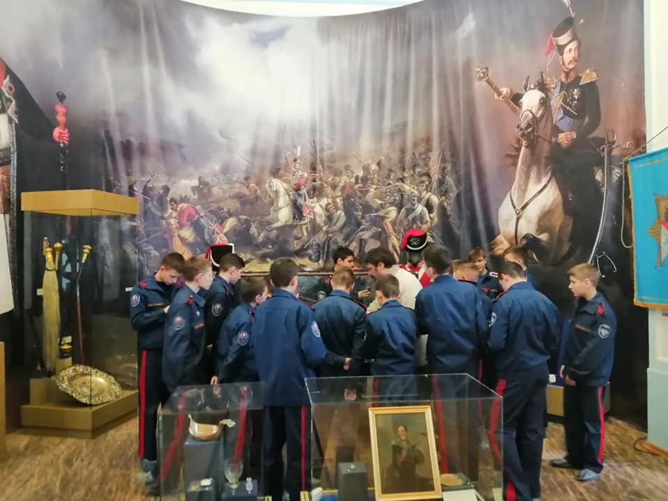 Кадеты Донского Императора Александра III кадетского корпуса в Атаманском дворце