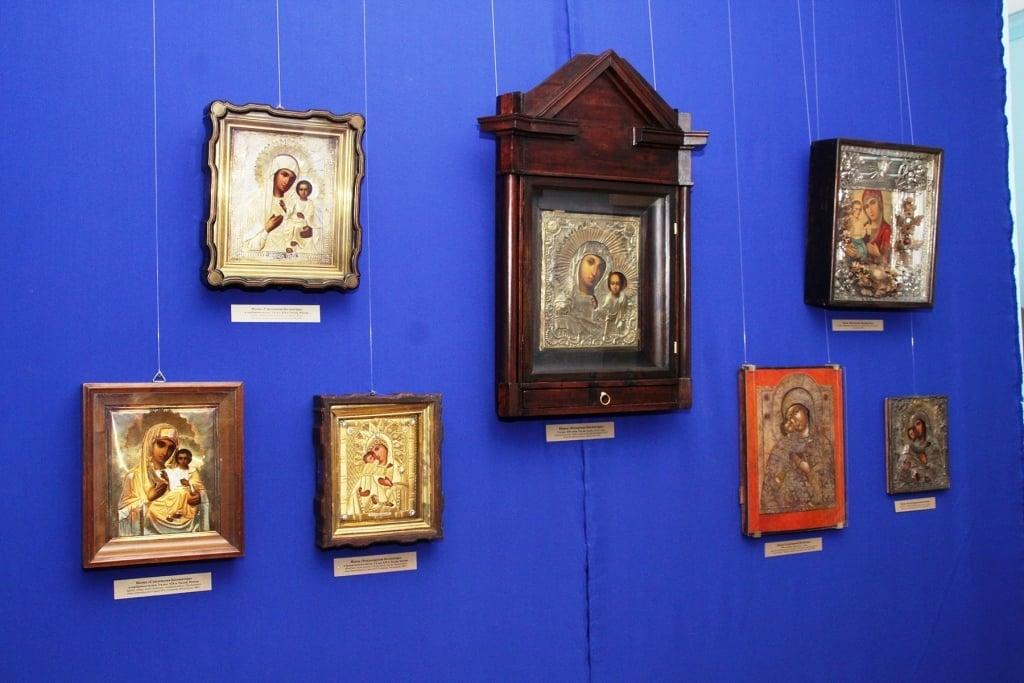 Выставка икон «Чудные лики Царицы Небесной»