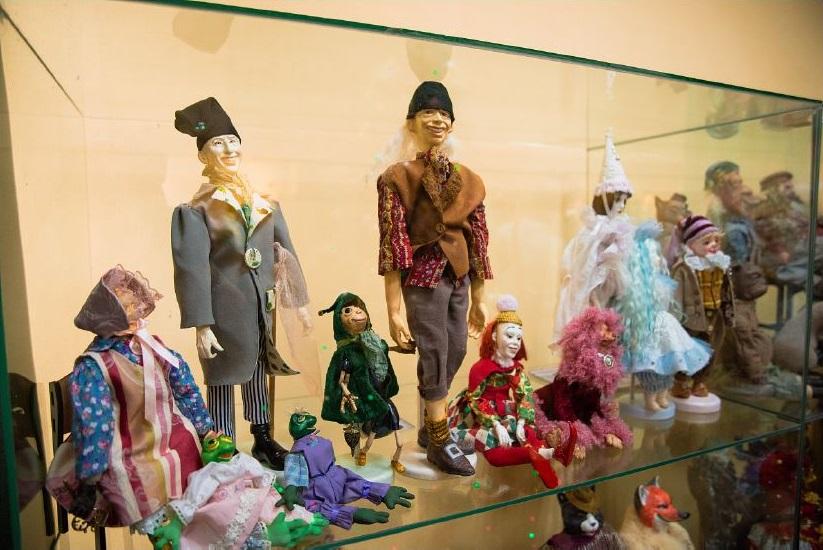 В культурно-информационном центре Музея истории донского казачества 19 февраля откроется новая выставка Светланы Пчельниковой «Золотые сказки кукол».