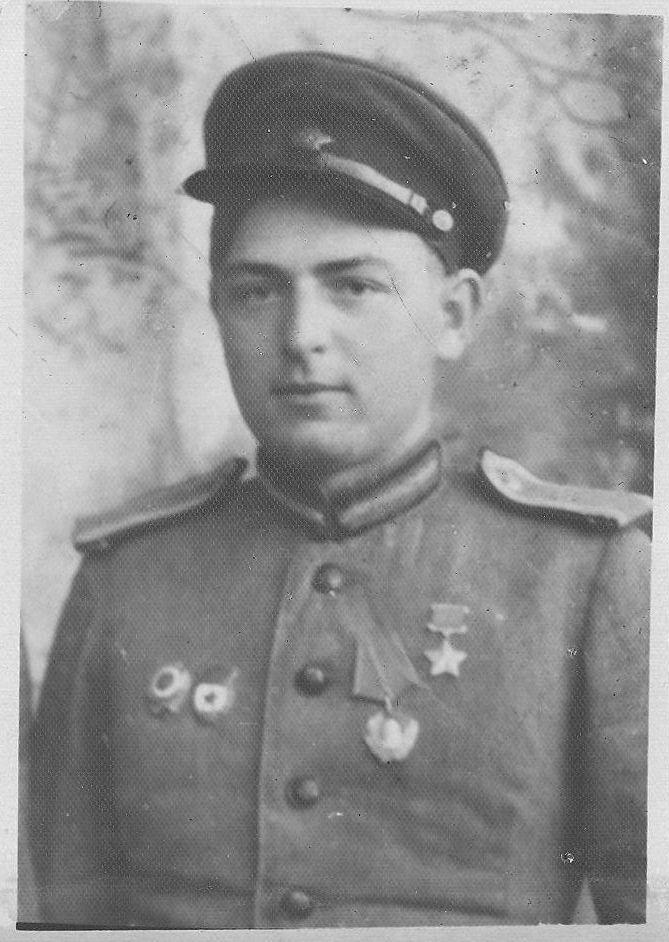 16 апреля 1934 г. было принято постановление Центрального Исполнительного Комитета СССР «Об установлении высшей степени отличия — звания Героя Советского Союза».