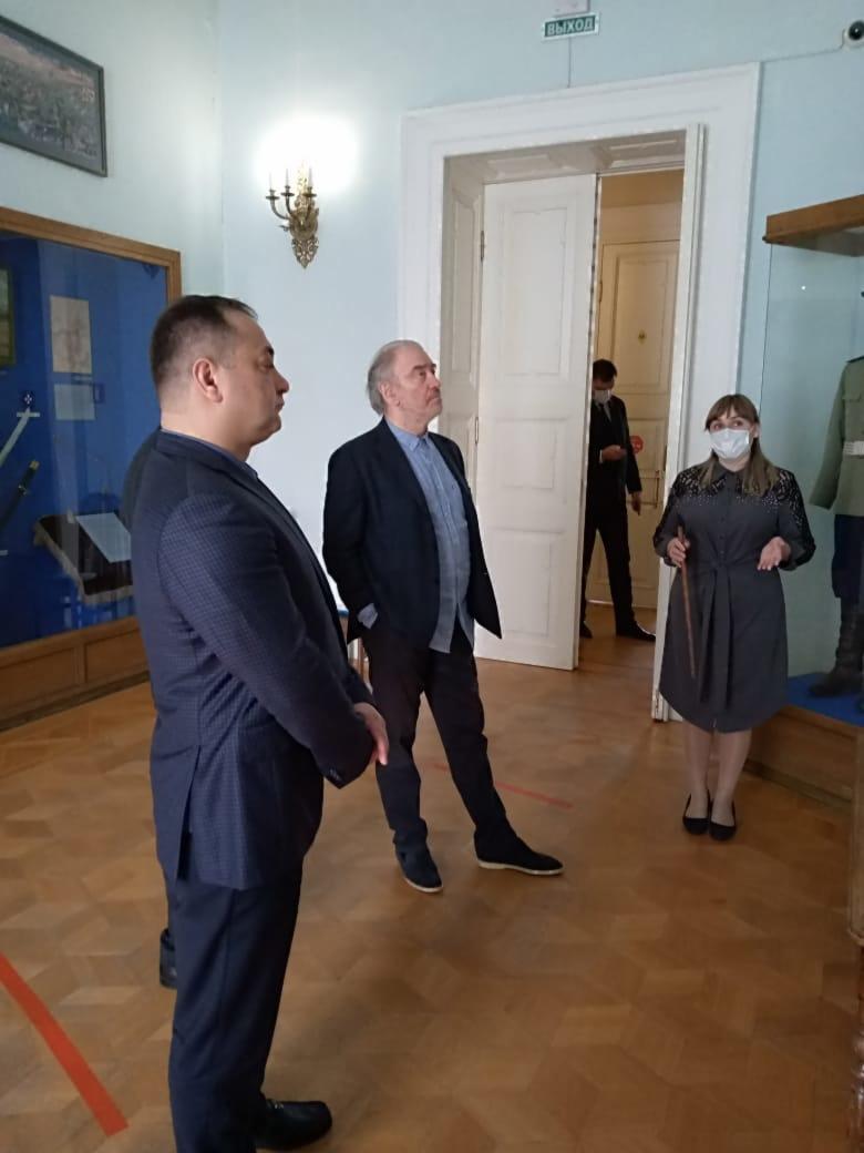 4 мая 2021 года, музей Атаманский дворец посетил Валерий Абисалович Гергиев - знаменитый российский дирижер с мировым именем, художественный руководитель и генеральный директор Мариинского театра.